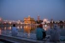 Amritsar, Golden Temple, bij het invallen van de duisternis.