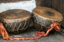 Manali, trommels bij Hadimba Tempel.