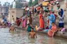 Varanasi, Baden bij de ghats
