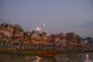 Varanasi, In het ochtendschemer naar de ghats