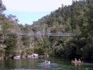 Abel Tasman NP - Hangbrug over de rivier