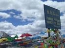 Zhongdian naar Lhasa - gebedsvlaggetjes op de pas.