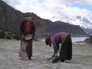 Zhongdian naar Lhasa - Zout verzamelen bij Rawok Tso
